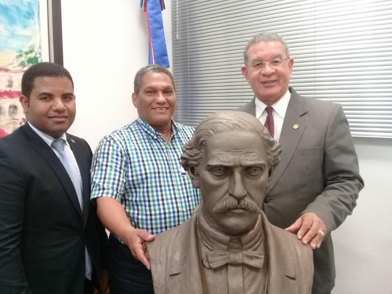Ayuntamiento de Neiba recibe busto de Juan Pablo Duarte
