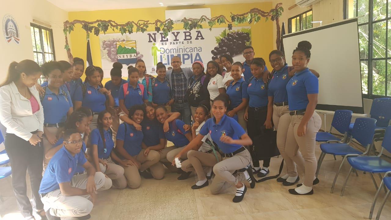 Alcalde Eliferbo Herasme se reune con estudiantes Politécnico Fe y Alegría