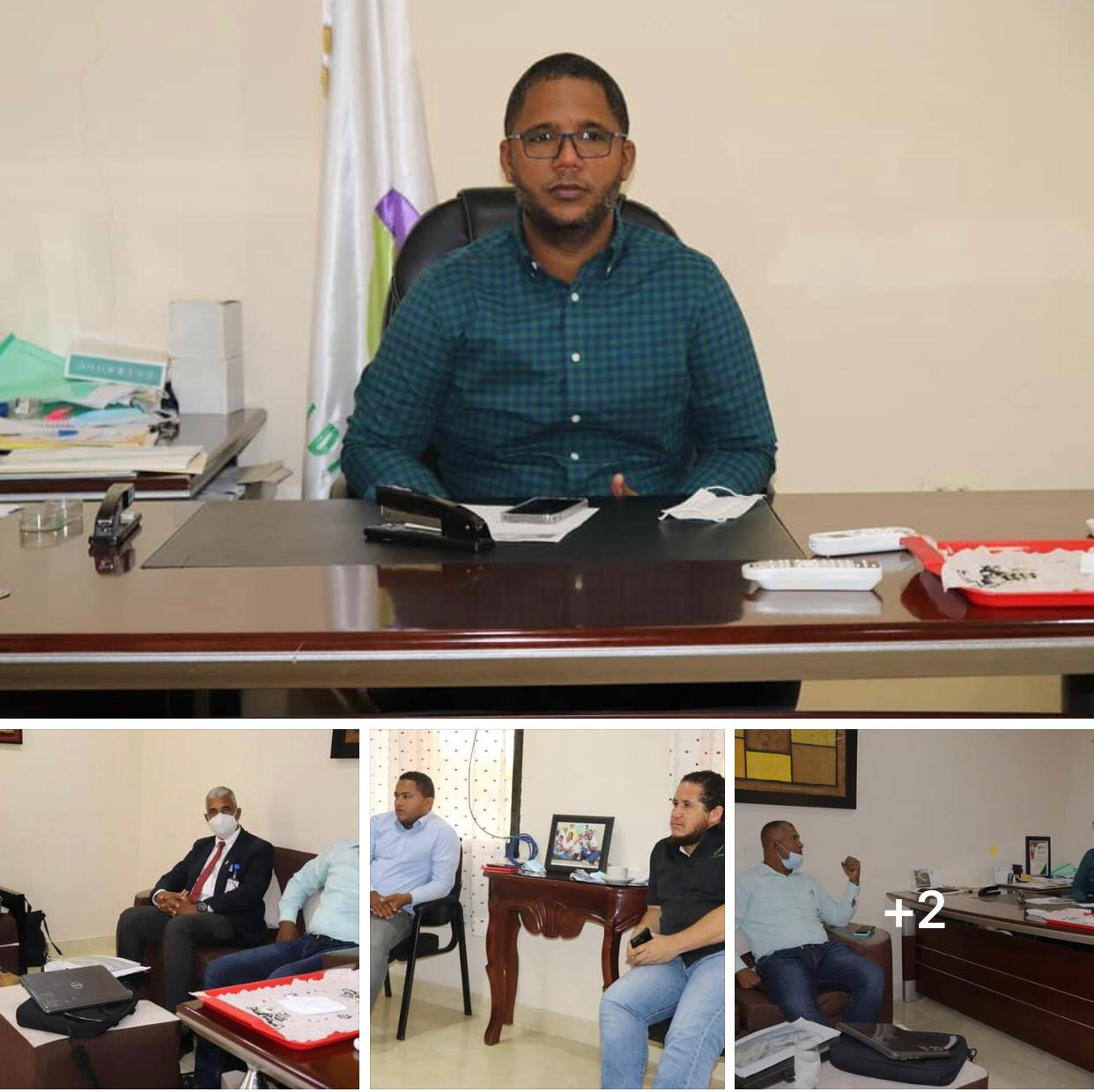 Socializando junto a técnicos del ministerio de economía